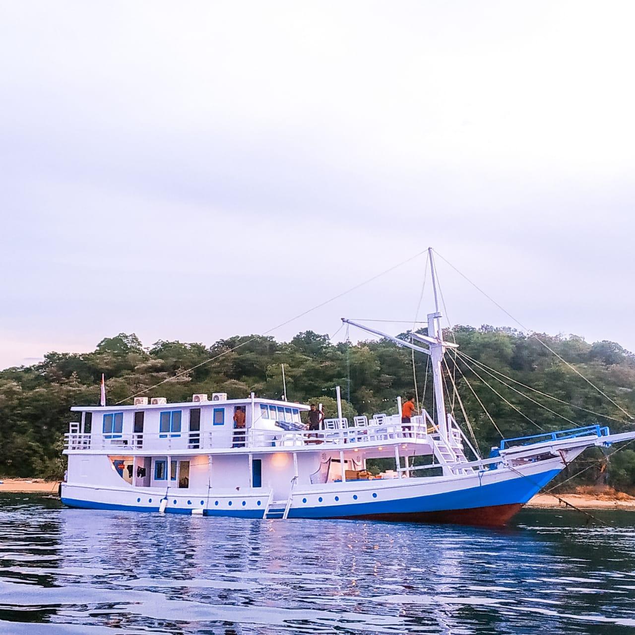 Santorini Boat - Standard AC Boat