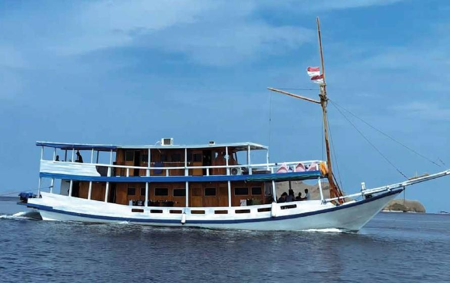 La Dyana Boat - Standard AC Boat