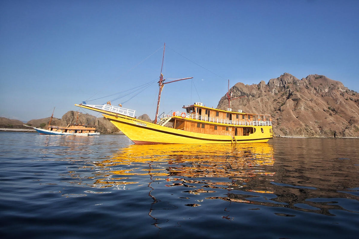 Dinara Senapati Boat - Semi Phinisi Boat