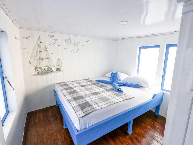 Santorini Boat - Standard AC Boat image